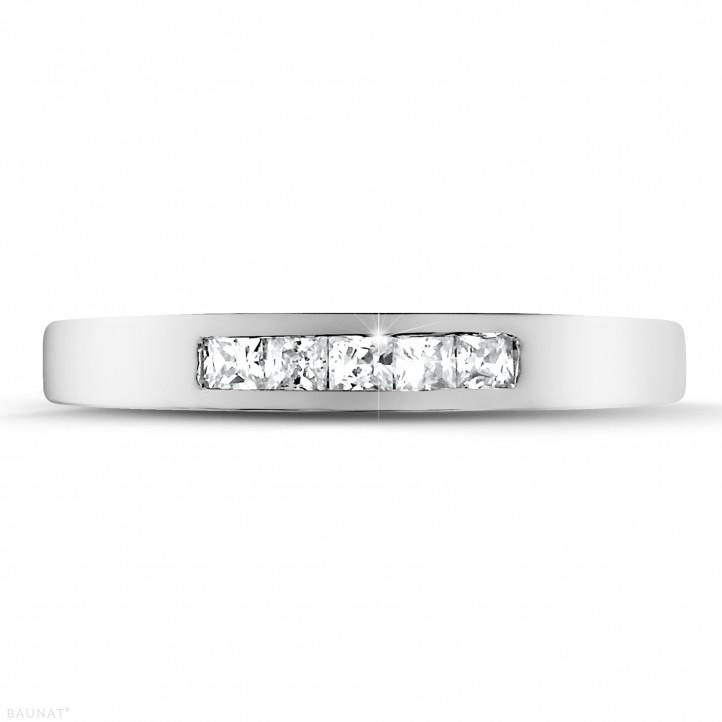 0.30 quilates alianza en oro blanco con diamantes talla princesa