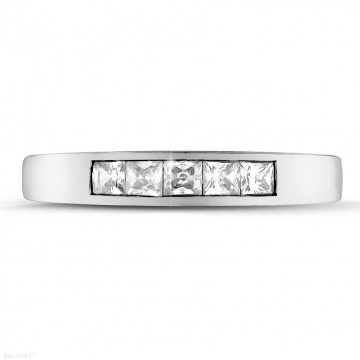 0.50 quilates alianza en oro blanco con diamantes talla princesa