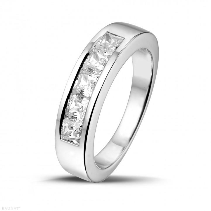 1.35 quilates alianza en oro blanco con diamantes talla princesa