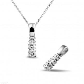 0.45 quilates trilogía colgante diamante en oro blanco