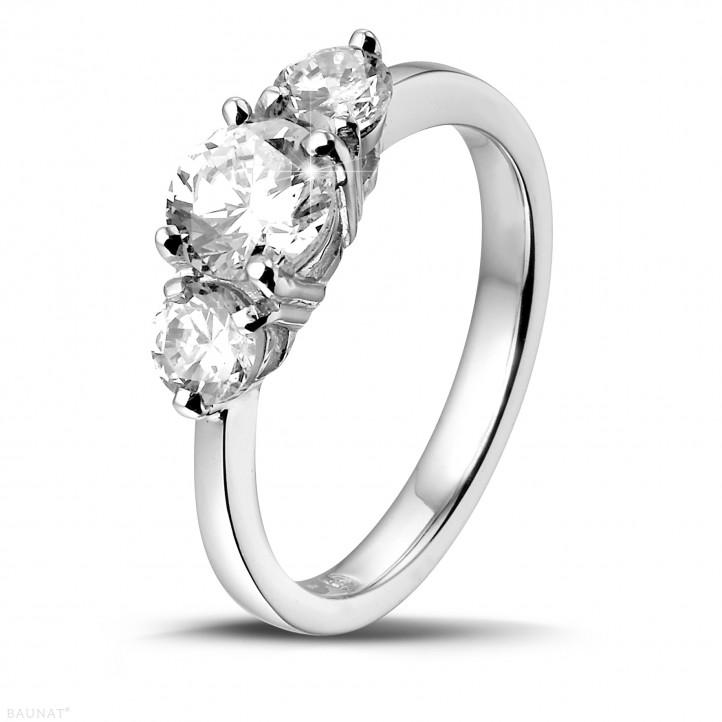 1.50 quilates anillo trilogía en oro blanco con diamantes redondos
