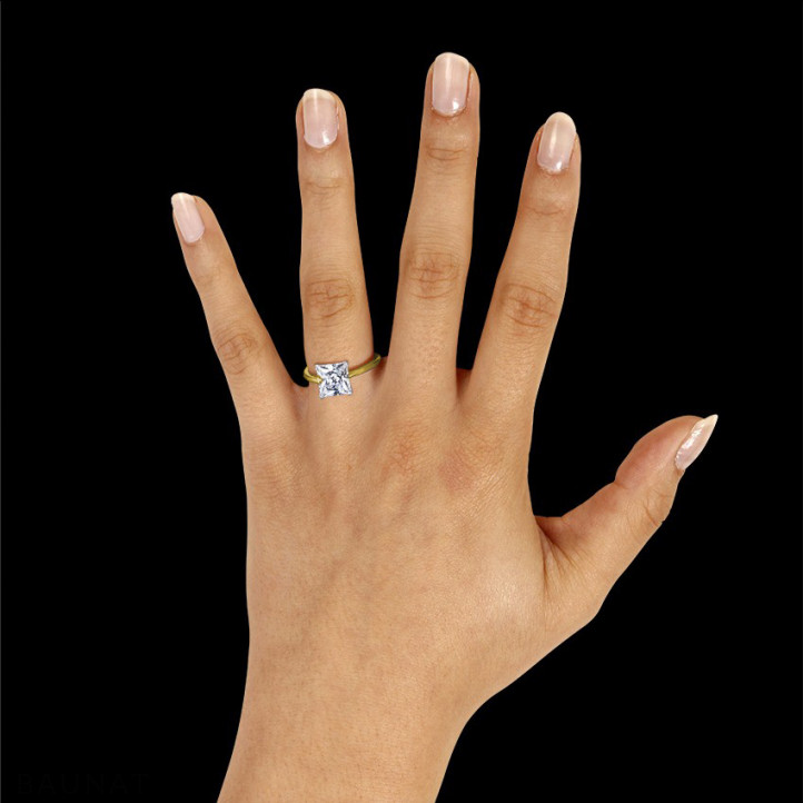 3.00 quilates anillo solitario en oro amarillo con diamante talla princesa