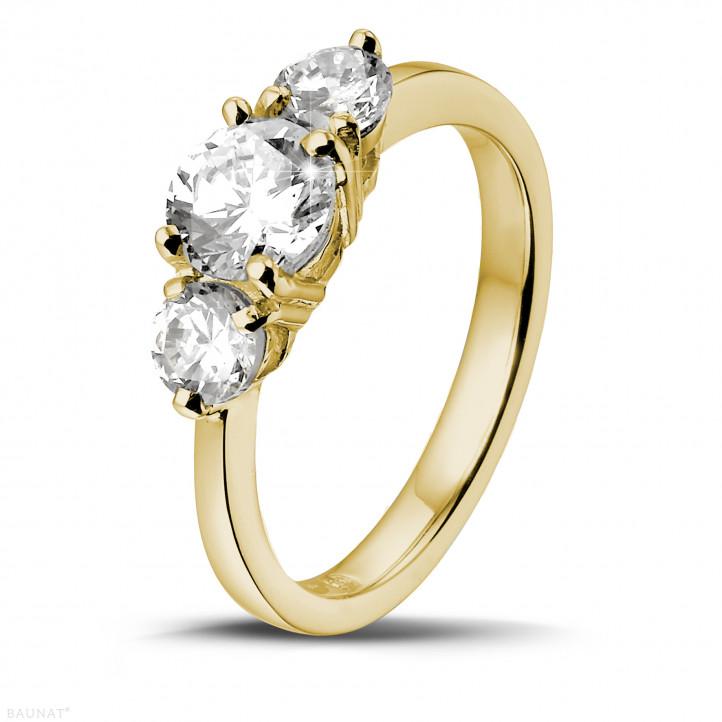 1.50 quilates anillo trilogía en oro amarillo con diamantes redondos