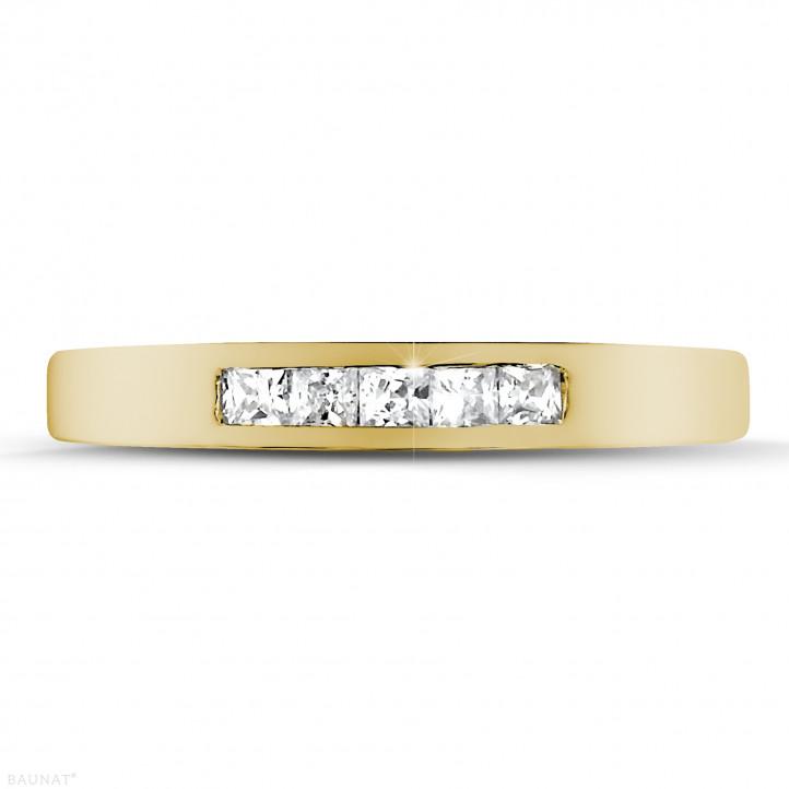 0.30 quilates alianza en oro amarillo con diamantes talla princesa