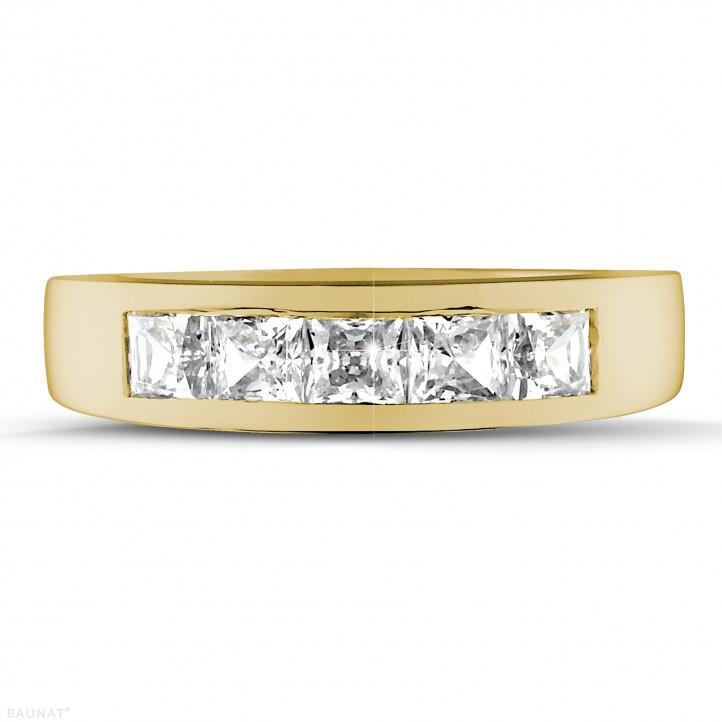 1.35 quilates alianza en oro amarillo con diamantes talla princesa