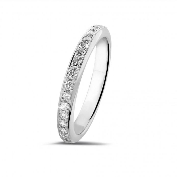0.30 quilates alianza de diamantes (media banda) en platino