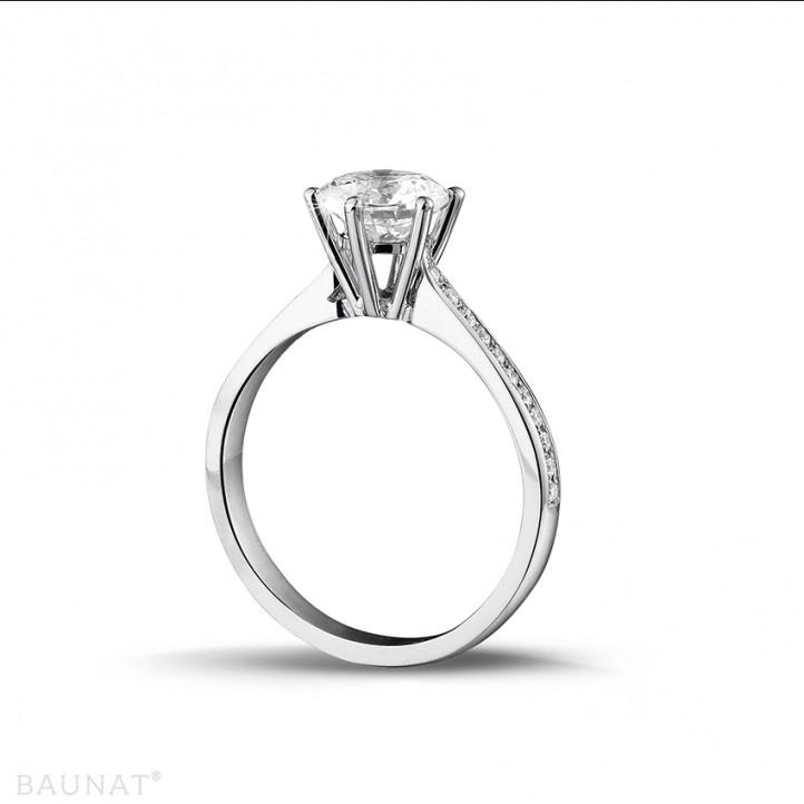 1.25 quilates anillo de platino de diamantes con diamantes en los lados