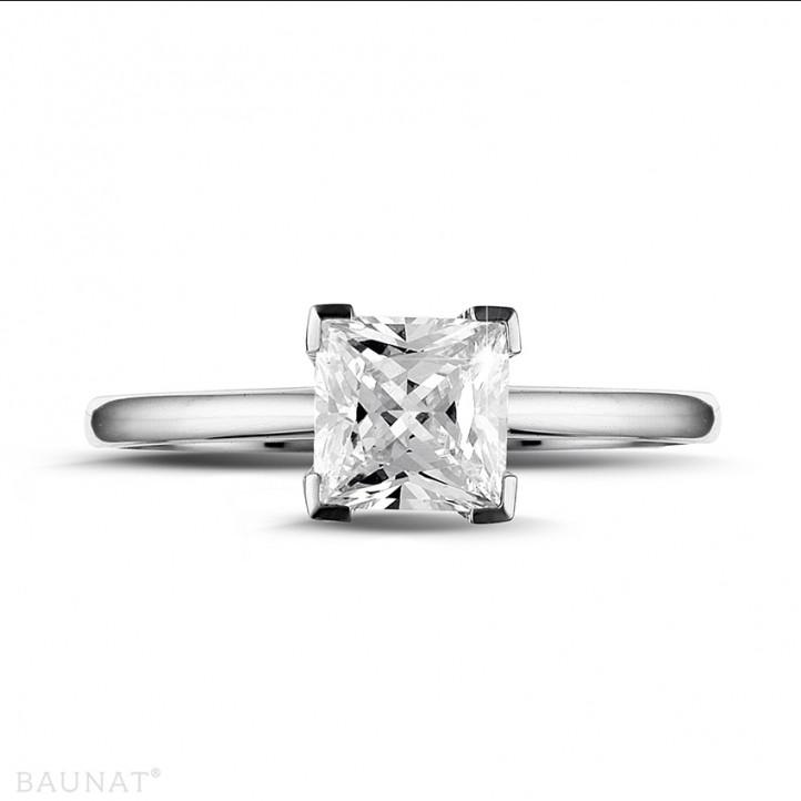 1.25 quilates anillo solitario en platino con diamante talla princesa