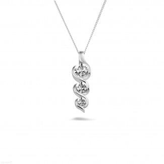 0.85 quilates trilogía colgante diamante en oro blanco