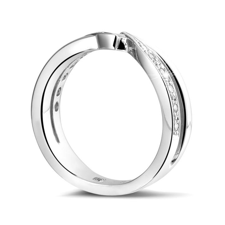 0.11 quilates anillo diamante en oro blanco
