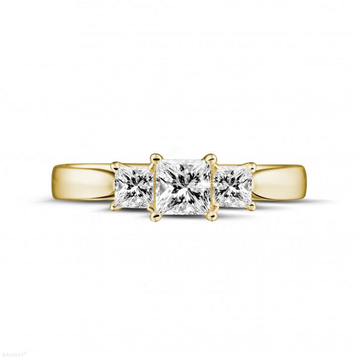 0.70 quilates anillo trilogía en oro amarillo con diamantes talla princesa