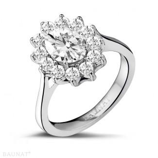 2.84 quilates anillo « entourage » en oro blanco con diamante ovalado