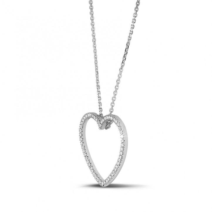 0.45 carat pendentif en forme de coeur en or blanc et diamants