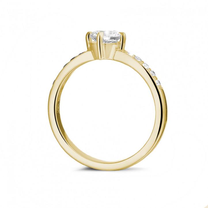 0.70 carats bague diamant solitaire en or jaune avec diamants sur les côtés