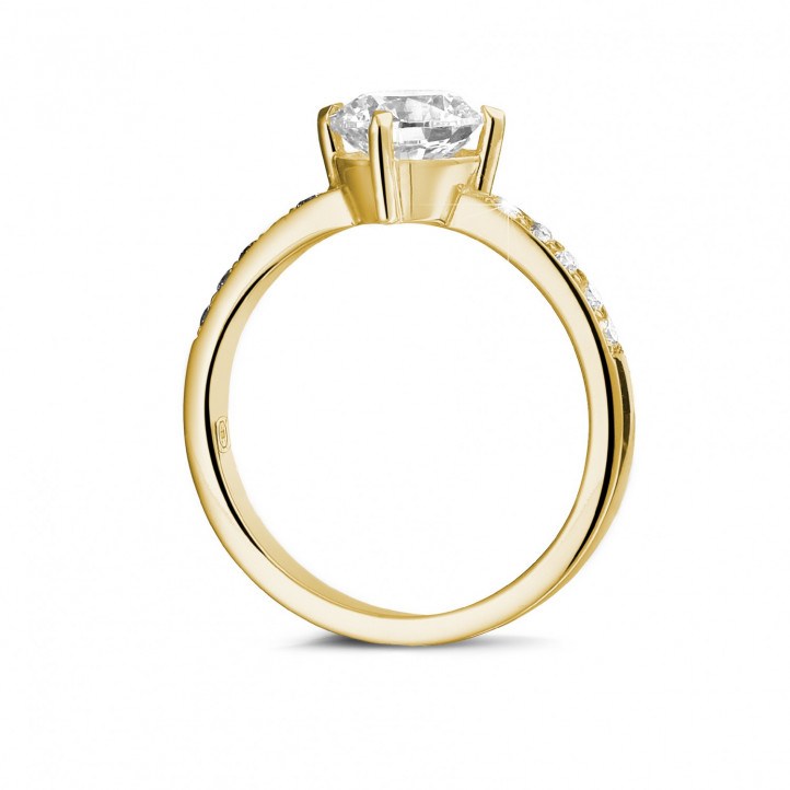 1.50 carats bague diamant solitaire en or jaune avec diamants sur les côtés