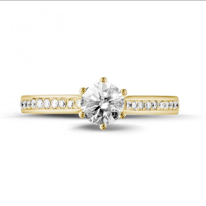 0.50 carats bague diamant solitaire en or jaune avec diamants sur les côtés