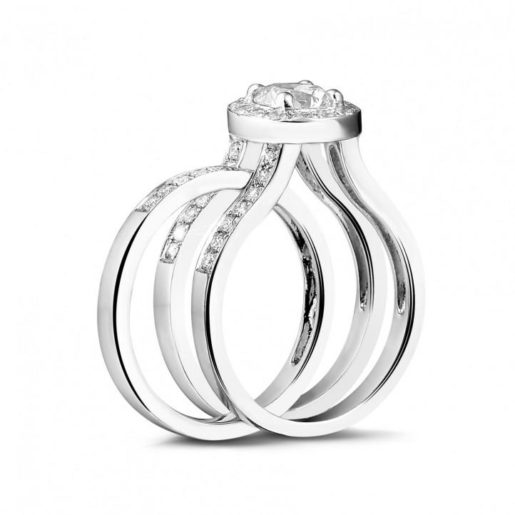 0.70 carats bague solitaire diamant en or blanc avec des diamants sur les côtés