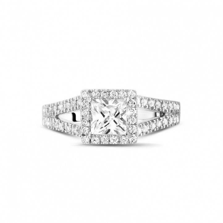 0.70 carat bague solitaire en or blanc avec diamant princesse et diamants sur les côtés