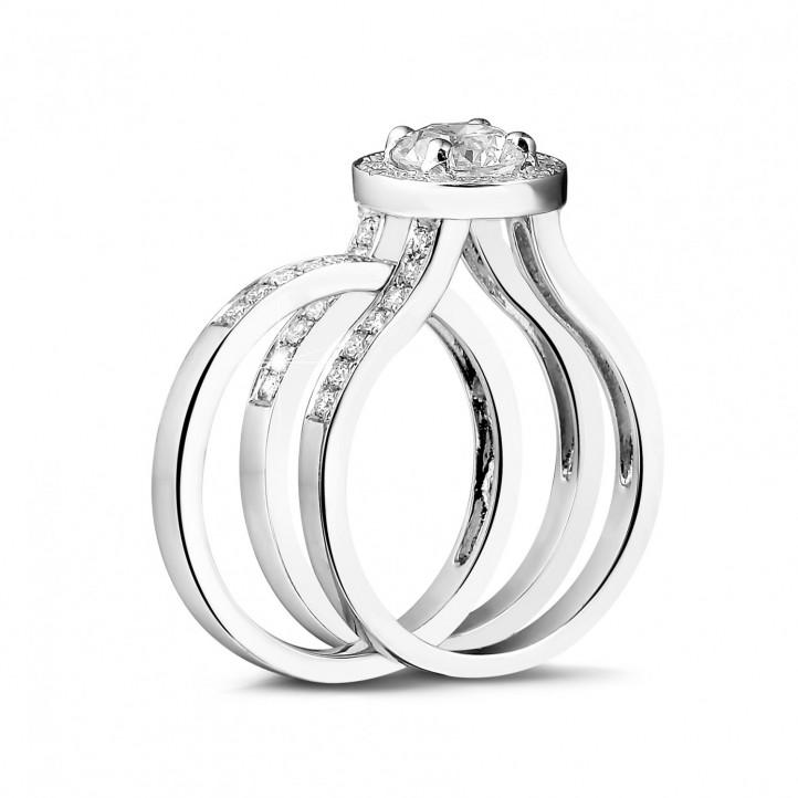 0.50 carats bague solitaire diamant en platine avec des diamants sur les côtés