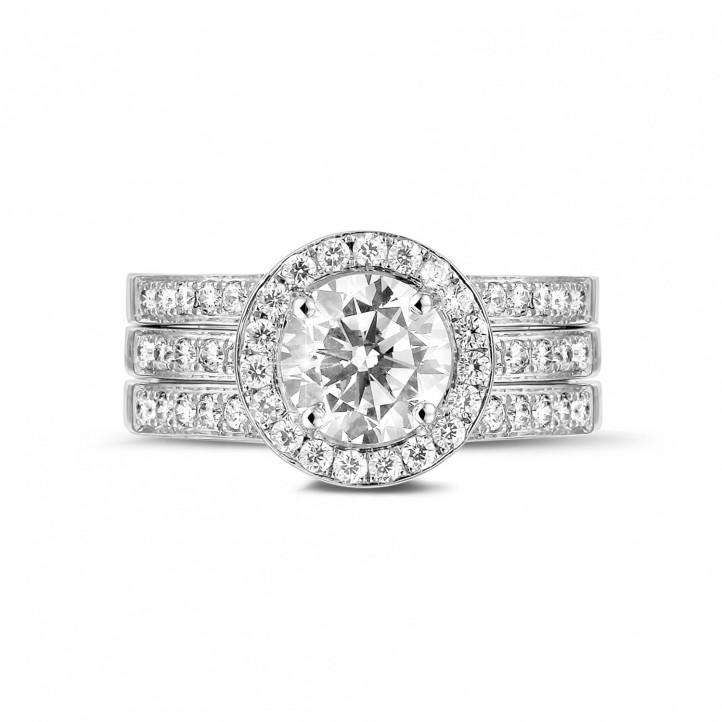 1.20 carats bague solitaire diamant en platine avec des diamants sur les côtés