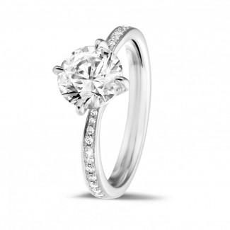 1.50 carats bague diamant en or blanc avec diamants sur les côtés