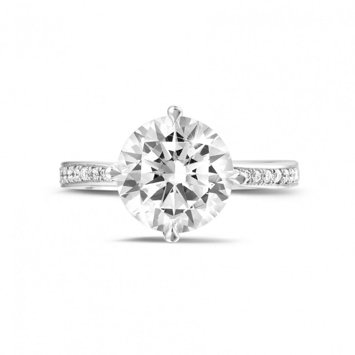3.00 carats bague diamant en or blanc avec diamants sur les côtés