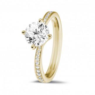 1.25 carats bague diamant en or jaune avec diamants sur les côtés