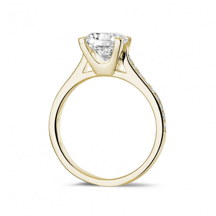 1.50 carats bague diamant en or jaune avec diamants sur les côtés