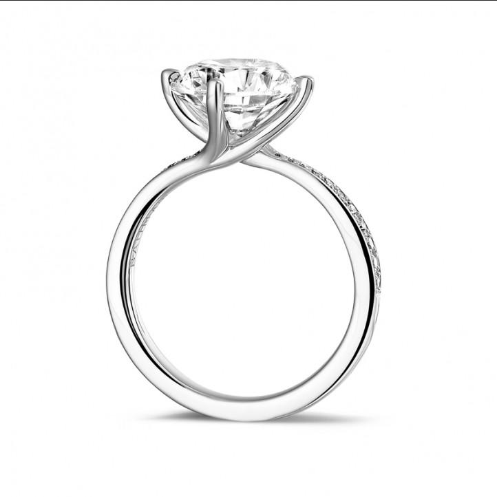 3.00 carats bague diamant en platine avec diamants sur les côtés