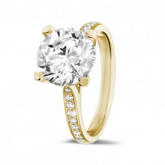3.00 carats bague diamant en or jaune avec diamants sur les côtés