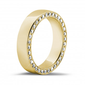 Bague de mariage femme - 0.70 carat alliance en or jaune avec des petits diamants ronds dans les côtés