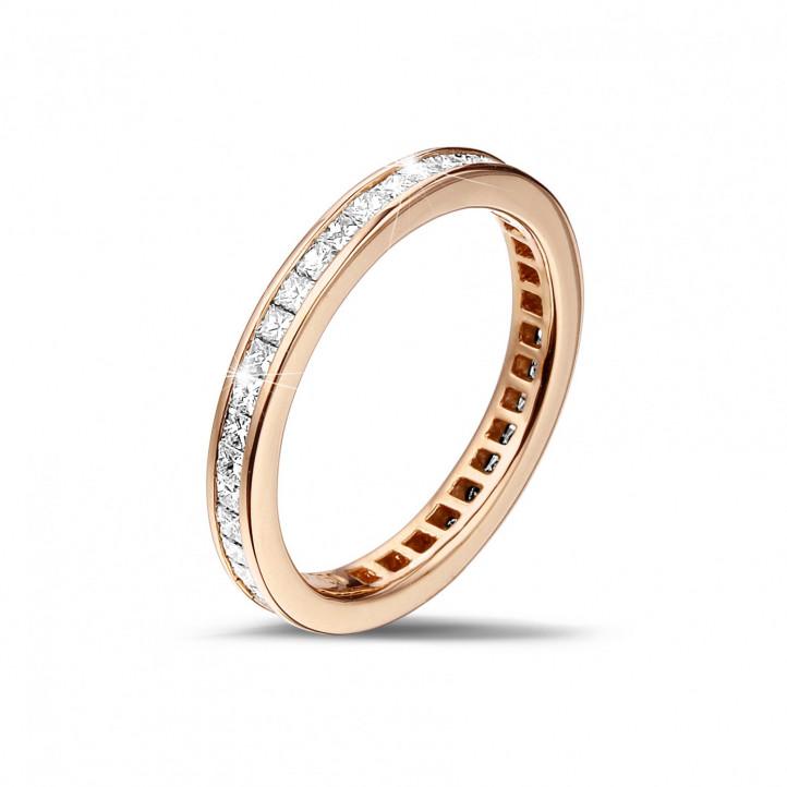 0.90 carat alliance en or rouge avec des petits diamants princesse