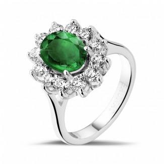 Fiançailles - Bague entourage en platine avec une émeraude ovale et diamants ronds
