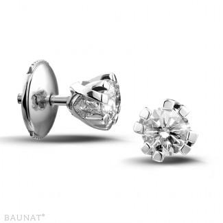 Originalité - 0.60 carat boucles d'oreilles design en platine avec huit griffes et diamants