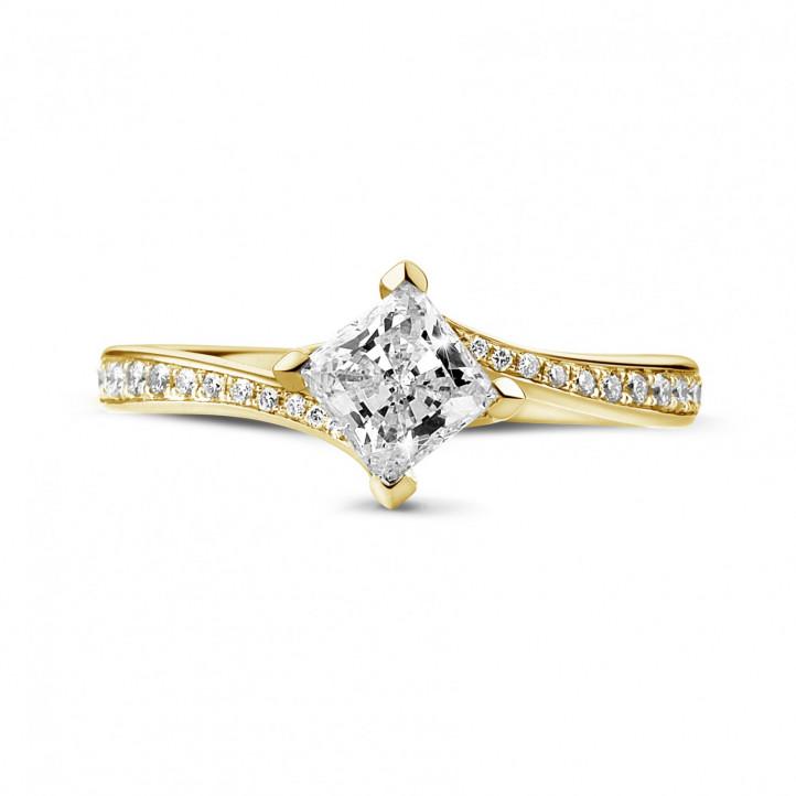 0.70 carat bague solitaire en or jaune avec diamant princesse et diamants sur le côté