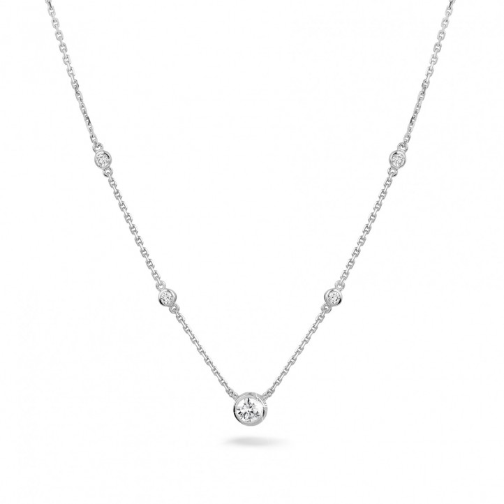 0.45 carat collier satellite en or blanc et diamants
