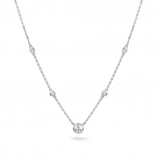 0.45 carat collier satellite en platine et diamants