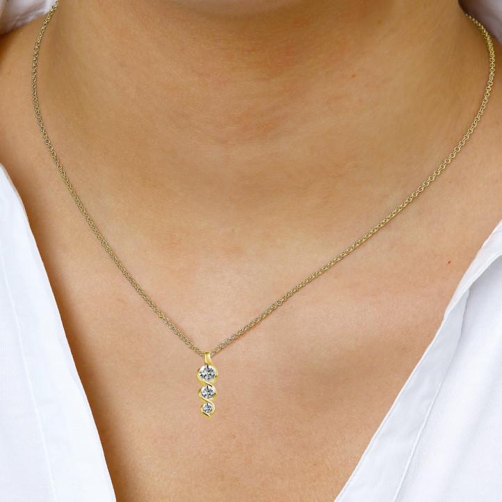 0.85 carat pendentif trilogie en or jaune avec diamants