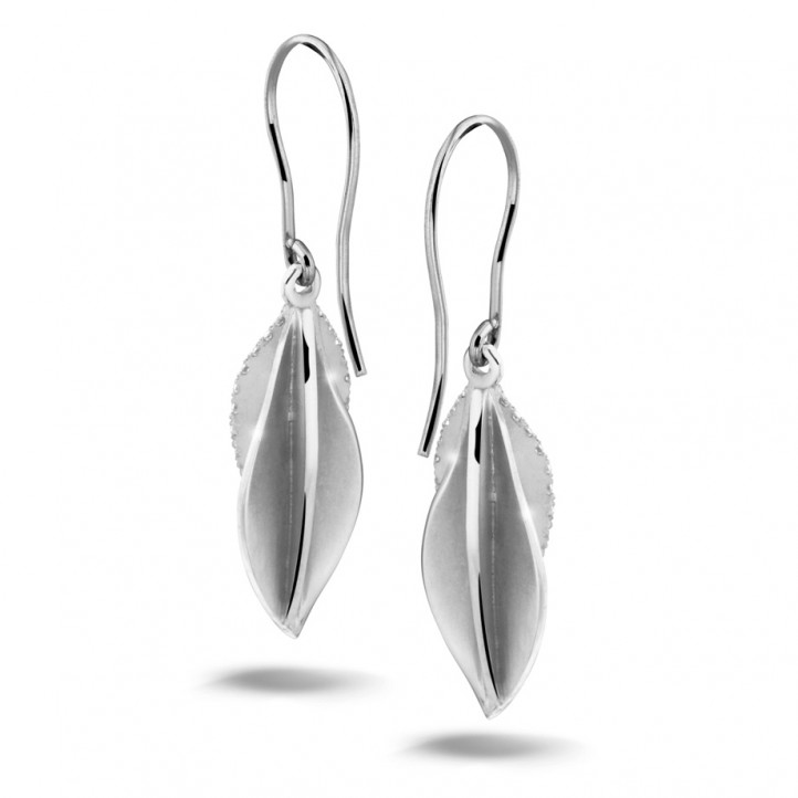 2.26 carat boucles d'oreilles design en or blanc et diamants