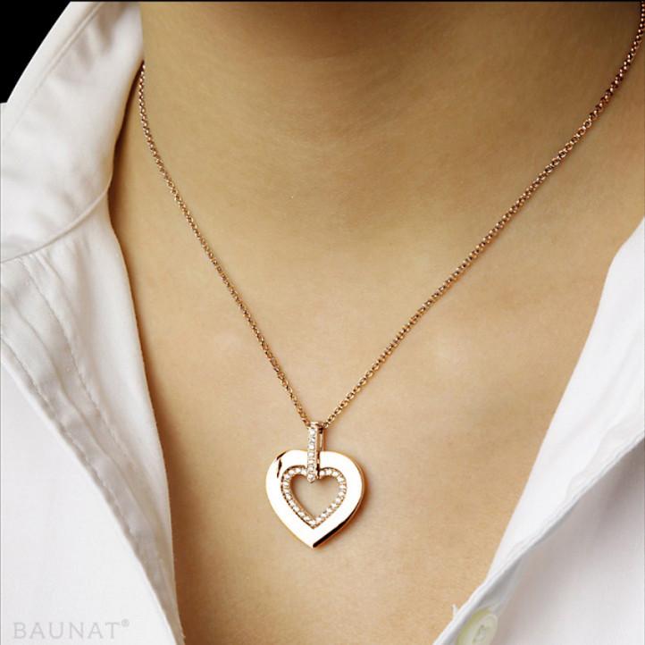 0.36 carat pendentif en forme de coeur en or rouge avec des petits diamants ronds