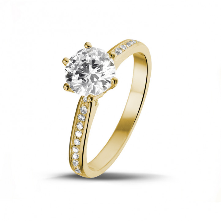 1.25 carats bague diamant solitaire en or jaune avec diamants sur les côtés