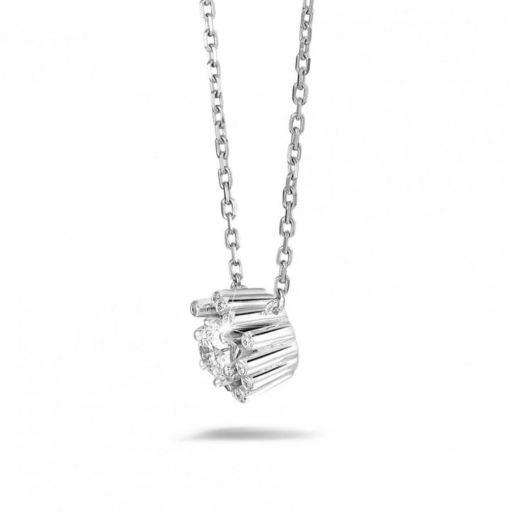 0.50 carat collier design en or blanc avec diamants