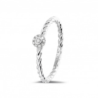 0.04 carat bague superposable tressée en or blanc avec diamant