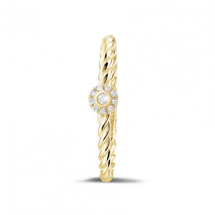 0.04 carat bague superposable tressée en or jaune avec diamant