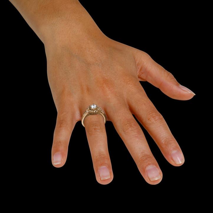 0.90 carat bague design en or rouge et diamants