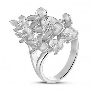 Flowers - 0.30 carats bague design fleurs en or blanc avec diamants