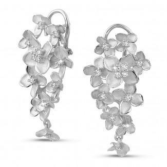 Boucles d'oreilles - 0.70 carats boucles d'oreilles design fleurs en or blanc avec diamants