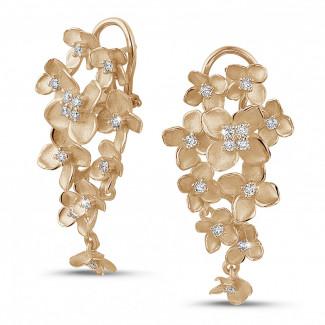 Or Rouge - 0.70 carats boucles d'oreilles design fleurs en or rouge avec diamants