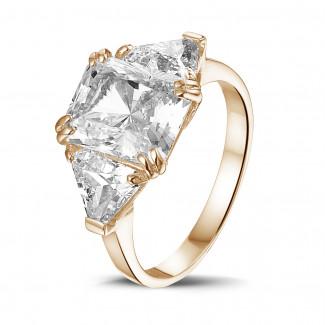 Bagues - Bague en or rouge avec diamant de la taille radiant et diamants de la taille triangle