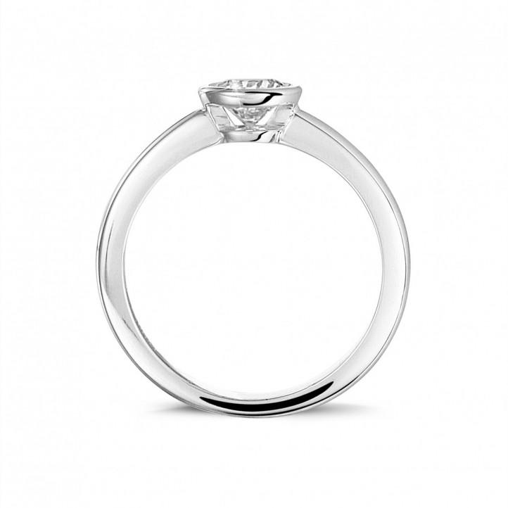 0.50 carats bague solitaire en or blanc avec un diamant rond